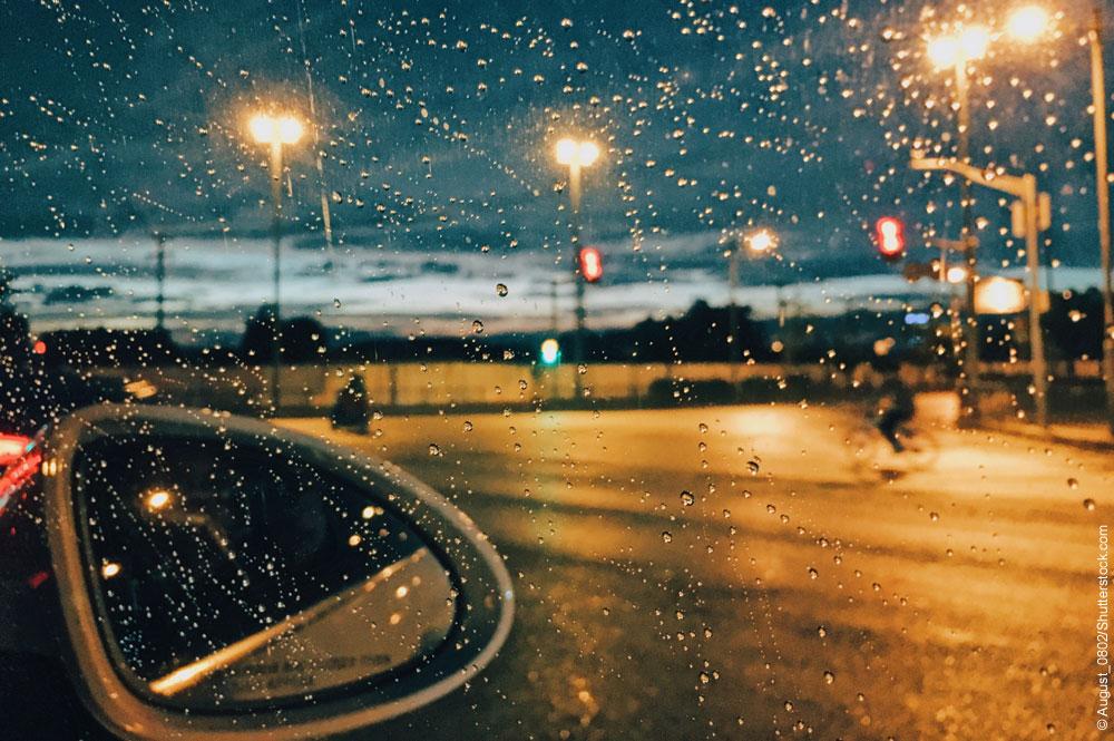 Bei Regen im Auto schlafen - 7 Tipps